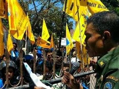 Penjabat Bupati Bima saat menerima PMII waktu menggelar aksi di kantor kantor Kabupaten Bima. Foto: Ady