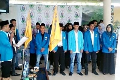 Proses pelantikan komisariat PMII Bima. Foto: Hasnun
