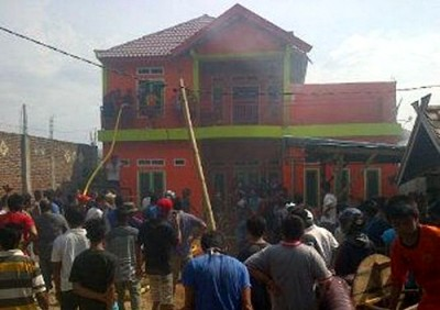 Rumah milik Muju yang terbakar. Foto: Ady