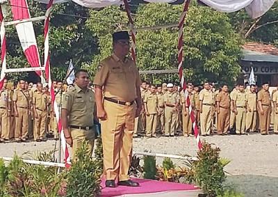 Sekda Kabupaten  Bima menjadi inspektur upacara Sumpah Pemuda. Foto: Hum