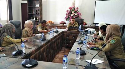 Wawali Bima saat memimpin rapat. Foto: Hum