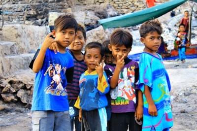 Anak - anak Bajo Pulau Ceria ditengah bencana. Foto: Bin