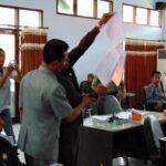 Paripurna Ricuh, Dewan Bakar Dokumen RAPBD