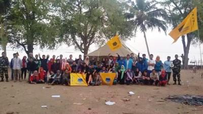 Anggota dan kader PMII Bima saat kemah bakti di Kolo. Foto: Hasnun