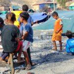 Dikpora Provinsi NTB Serahkan Bantuan Kebakaran Bajo Pulau