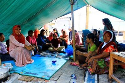 Korban kebakaran saat berada di tenda penampungan. Foto: Bin