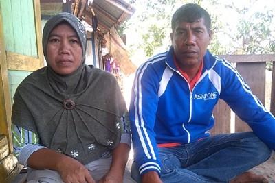 Orang tua Ardiansyah, kroban pemukulan oleh polisi. Foto: Eric