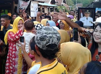 Pasangan DINDA saat blusukan di Kecamatan Bolo. Foto: Noval
