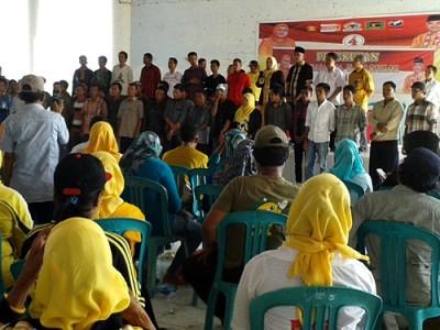Pasangan DINDA saat pengukuhan Tim Laskar Muda Kabupaten Bima sebanyak 1200 orang. Foto: Noval