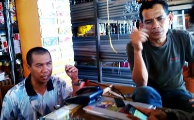 Pemilik UD. Satria Perdana, Ahyar saat bersama Ruma Rengge. Foto: Bin