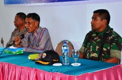 Penjabat Bupati Bima H. Bachrudin saat memberikan arahan pada LSM, OKP dan Yayasan. Foto: Hum