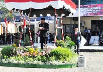 Penjabat Bupati Bima H. Bachrudin saat menjadi Pembina Upacara Hari Pahlawan. Foto: Hum
