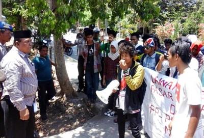 Pimpinan DPRD Kabupaten Bima saat menerima mahasiswa. Foto: Ady