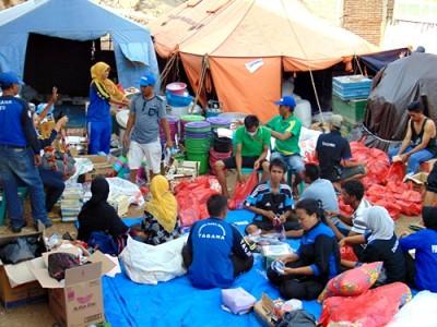 Tim Gabungan Siaga Bencana saat berada dilokasi kebakaran. Foto: Ady