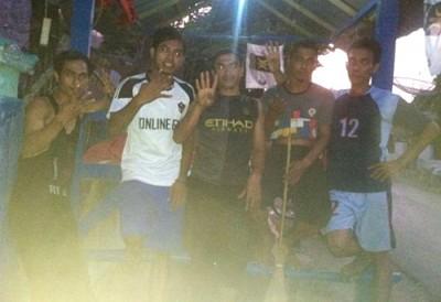 Tim Garda Muda SYUKUR berpose usai membongkar posko. Foto: Noval