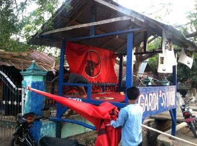 Tim Garda Muda SYUKUR saat membongkar posko. Foto: Noval