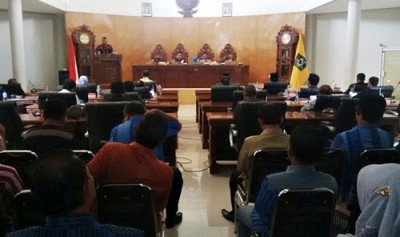 Wakil Walikota Bima saat menyampaikan jawaban pandangan umum fraksi. Foto: Bin