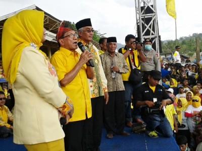 Akbar Tanjung saat orasi politik. Foto: Noval