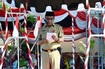 Asisten Bidang Pemerintahan dan Kesra Setda Bima, H Abdul Wahab saat membacakan sambutan. Foto: Hum