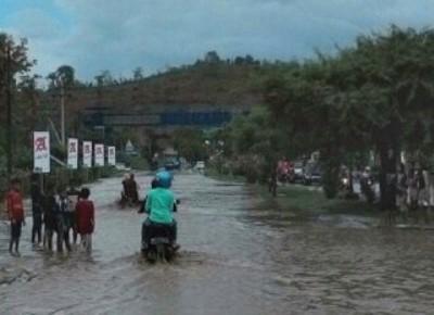 Batas Kota Digenangi banjir. Foto:Ady
