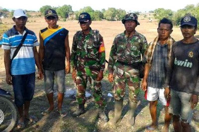 Foto bersama petani dan TNI usai cetak sawah baru. Foto: Noval