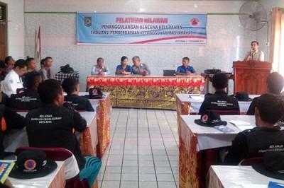 Kepala BPBD Kota Bima Fakhrunrazi saat memberikan sambuatn di Pelatihan Relawan Bencana. Foto: Eric