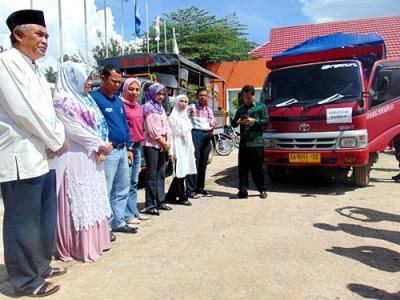 Ketua KPU Bima dan jajaran saat melepas secara resmi distribusi Logistik. Foto: Ady
