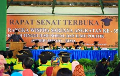 Ketua Yayasan STISIP Mbojo Bima H. Mukhtar Yasin saat memberikan sambutan. Foto: Deno