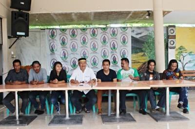 Konferensi pers yang di gelar di Kosambo. Foto: Bin