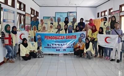Mahasiswi Akbid Harapan Bunda dan BSMI foto bersama usai kegiatan. Foto: Bin