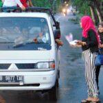 PM Kobi Peringati Hari Ibu dengan Bagi-Bagi Bunga