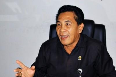 Panitera Muda Gugatan Pengadilan Agama Bima, Zainal Arifin. Foto: Deno