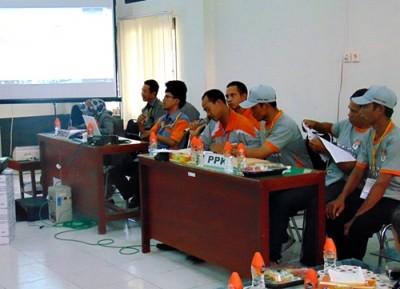 Proses rekapitulasi tingkat Kabuoaten Bima di Aula Kantor KPU. Foto: Bin