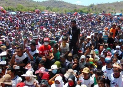 Ribuan massa KH memadati lokasi kampanye Rapat Umum. Foto: Ady