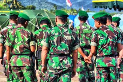 TNI saat melakukan penjagaan. Foto: Bin