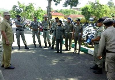 Walikota Bima saat memberikan pembinaan ke Sat Pol PP. Foto: Ady