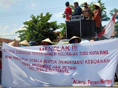 Warga Dodu saat Demo Tolak SPAM. Foto: Ady