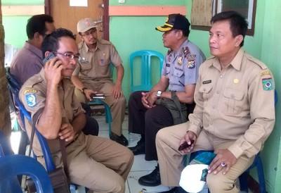 Camat Rasanae Barat bersama Kasat Pol PP dan Aparat Kepolisian. Foto: Eric