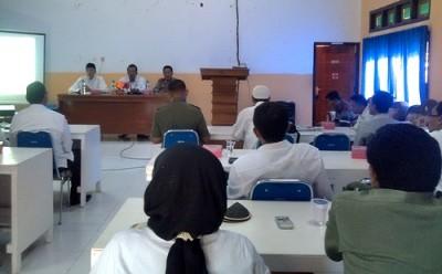 FKUB Fasilitasi Pertemuan untuk sikapi aksi radikalisme d Aula Kemenag Kota Bima. Foto: Eric