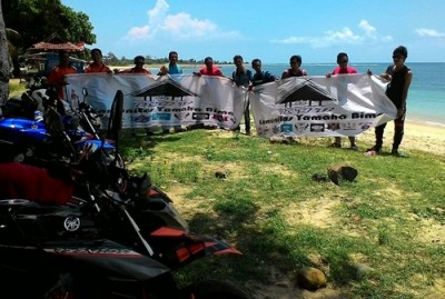 KYB foto bersama usai membersihkan Pantai Lakey. Foto: Deno