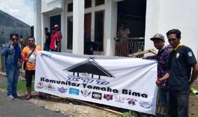 Komunitas Yamaha Bima saat membantu Masjid di Kelurahan Rabangodu Selatan.