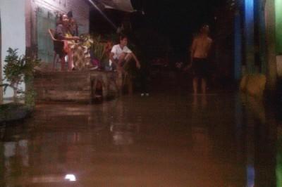 Kondisi banjir disalah satu rumah warga. Foto: Eric