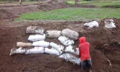 Proyek Normalisasi sungai di Desa Soki yang rusak akibat banjir. Foto: Ady
