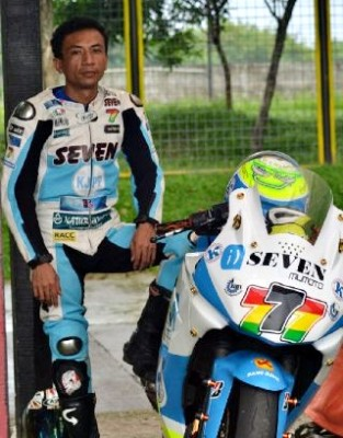 Putra sang Bima bersama motornya