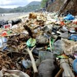Pantai Kalaki Dipenuhi Tumpukan Sampah