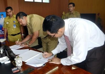 Walikota Bima dan pihak PT. Garuda Indonesia tandatangan MoU. Foto: Hum