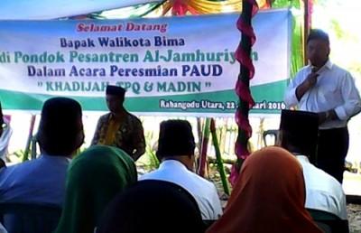 Walikota Bima  menyampaikan sambutan saat persemian PAUD Khadijah, TPQ dan Madin. Foto: Hum