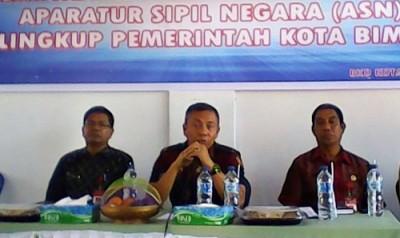 Wawali Bima saat memberikan arahan pada acara Bina Peningkatan Disiplin ASN Lingkup Pemkot Bima. Foto: Hum