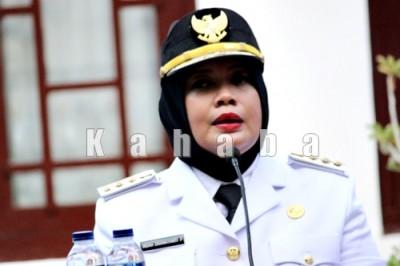 Bupati Bima, Hj Indah Damayanti Putri saat menyampaikan sambutan pada acara syukuran. Foto: Deno