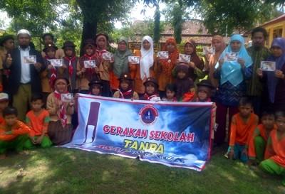 Foto bersama Pramuka Peduli Canangkan Gerakan Sekolah Tanpa Asap Rokok. Foto: Ady